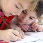 Manuál pro rodiče prvňáčků: co dělat, když je dítě napřed nebo pozadu, případně nevychází s okolím