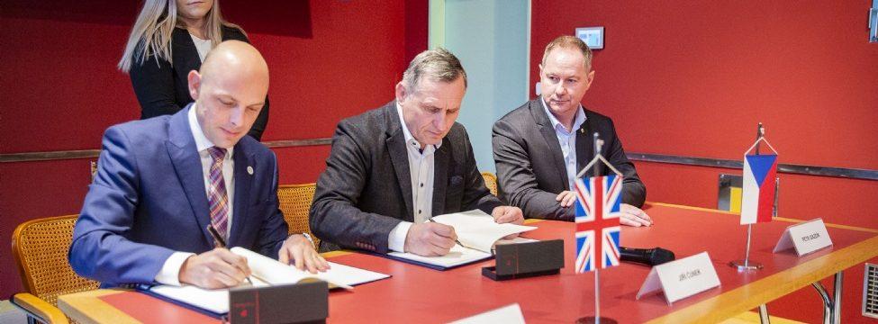 Představitelé kraje podepsali memorandum týkající se vzdělávání v prestižním mezinárodním programu