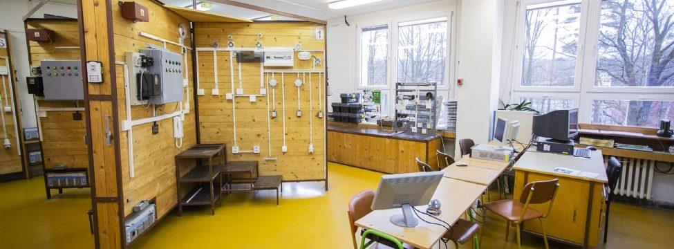 SŠ informatiky, elektrotechniky a řemesel v Rožnově má nové prostory pro praktickou výuku