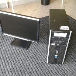 Počítače, harddisk a velká skříň