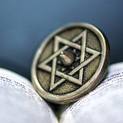Doporučení k učení (se) o holokaustu aliance IHRA