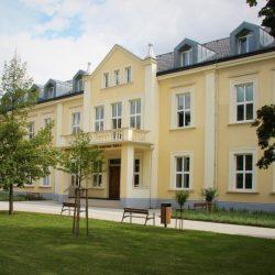 Obchodní akademie Uherské Hradiště přivítala školní rok s novou elektroinstalací a modernějším výtahem